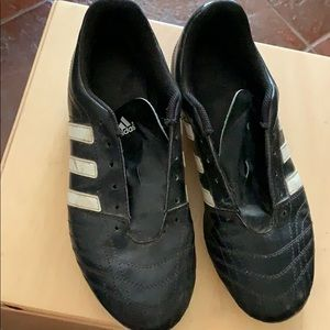Soccer cleats-need some clean up and shoe laces